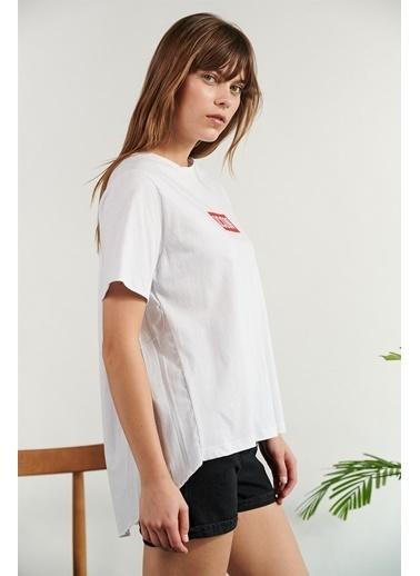 Levure Önü Baskılı Arkası Piliseli T-Shirt Beyaz